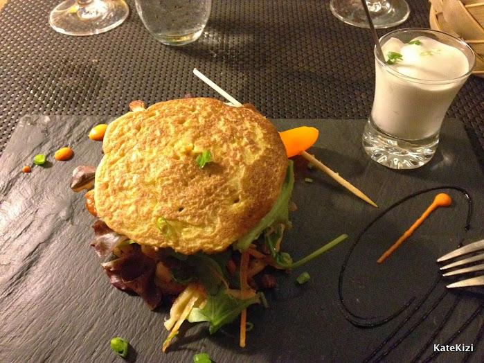 Бургер из краба с ванильным смуси