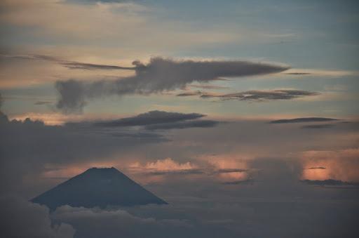 砂払岳から富士山を望む