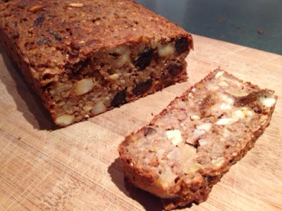 frugtbrød med nødder og hytteost