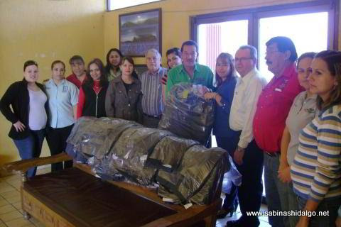 Entrega de uniformes a las secretarias de la administración municipal