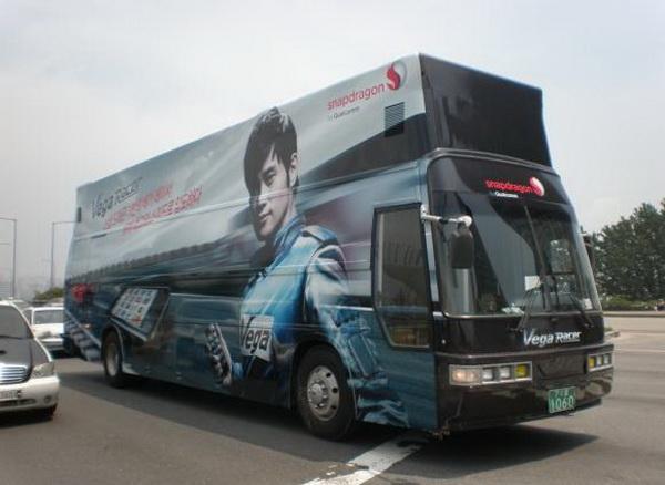 Lee Byung Hun / Ли Бен Хон не пьет одеколон  - Страница 2 Bh_vegaRacer_bus2