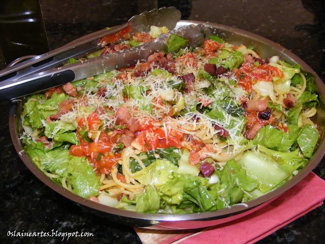 Macarrão com bacon, Escarola e Tomates