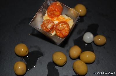 Patatas con huevos rotos y chistorra