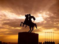Ο Αλέξανδρος Γ΄ ο Μακεδών ή Αλέξανδρος ο Μέγας, ήταν Βασιλιάς της Μακεδονίας, Ηγεμών της Πανελλήνιας Συμμαχίας κατά της Περσικής αυτοκρατορίας, Φαραώ Θεός της Αιγύπτου, Βασιλιάς της Ασίας.