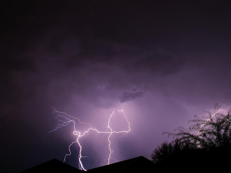 IMAGE: https://lh5.googleusercontent.com/-nlkIQcvTGOA/T_7Un4sH1NI/AAAAAAAAEws/V5GfXsesPj8/s800/Lightning%2520120711-01.JPG