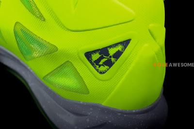 nike lebron 10 gr atomic volt dunkman 2 09 Finally a Decent Look at Nike LeBron X Volt Dunkman!