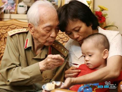 Đại tướng Võ Nguyên Giáp qua đời - DIENANH24G Đại tướng Võ Nguyên Giáp qua đời