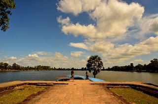 Srah Srang - sztuczne jezioro wybudowane w X wieku.