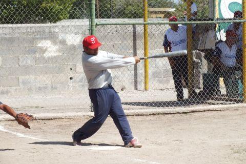 Juan Ramos de Hipertensos en el softbol de segunda fuerza
