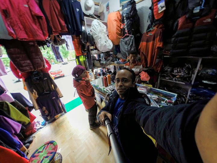 Did some last minutes trekking equipments shopping. It's cheaper here in Pokhara than in Kathmandu.