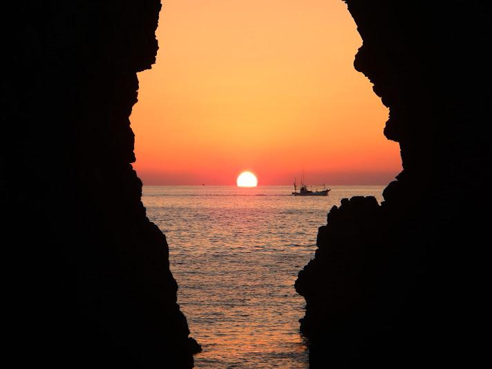 鬼の足跡へ沈む夕日