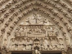 Image maîtresse et masque du portail du Couronnement de la Vierge de la façade occidentale de Notre-Dame de Paris
