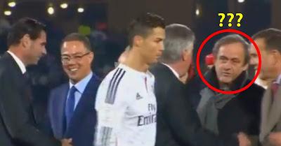 Cristiano Ronaldo ignora Michel Platini na entrega de prémios do Mundial de Clubes FIFA