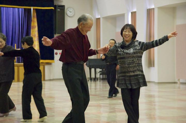 一緒に笑顔でダンス