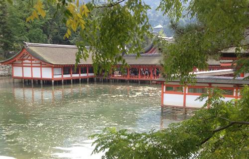 厳島神社も水没