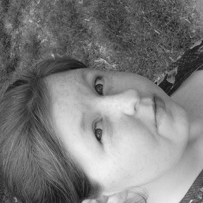 Nicole Wylie Photo 17