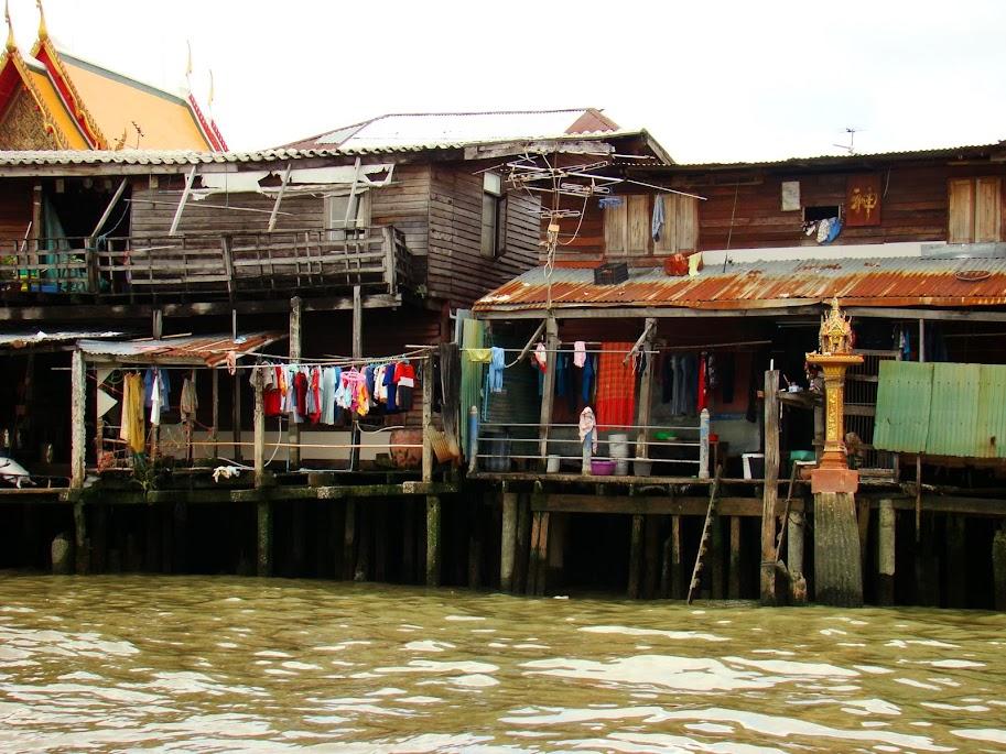 En los canales todavía se ve el Bangkok anterior al coche