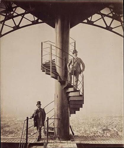 Gustave Eiffel en haut de la Tour Eiffel