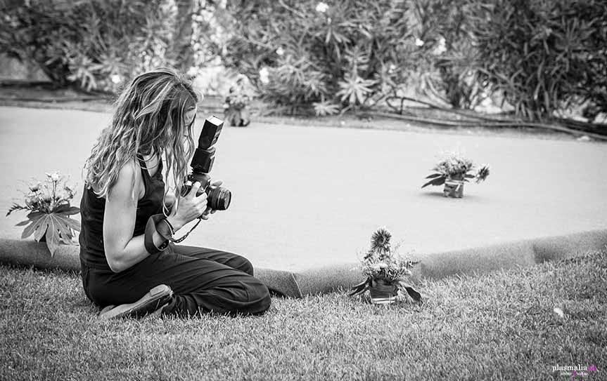 El trabajo de un fotógrafo de boda va más allá de disparar unas cuantas fotografías. Procesado y entrega del trabajo engordan el precio finál.