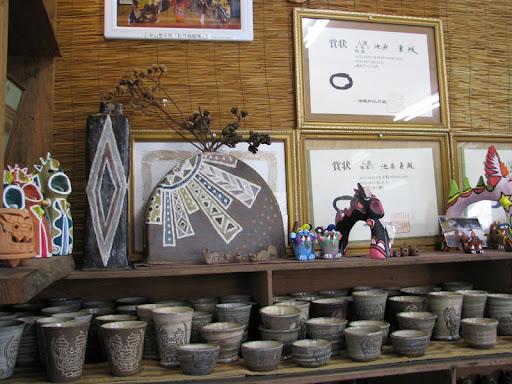 むかしむかし・飾られた陶芸品