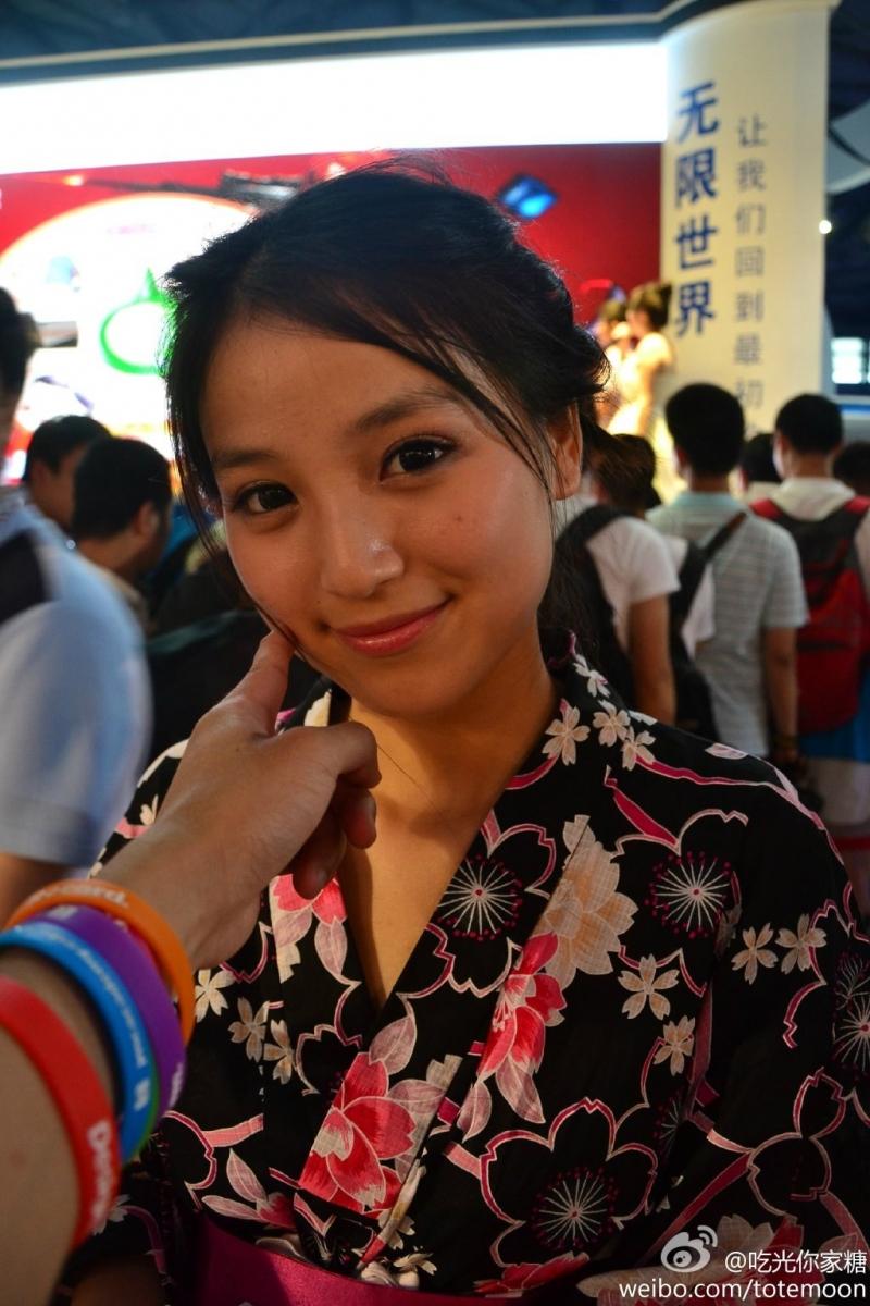 Sờ tận tay các showgirl tại ChinaJoy 2013 - Ảnh 26
