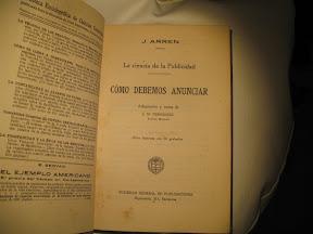 Portada al estilo de los libros clásicos, datos del autor, el libro, quién la ha adaptado y el impresor, en este caso la editorial.