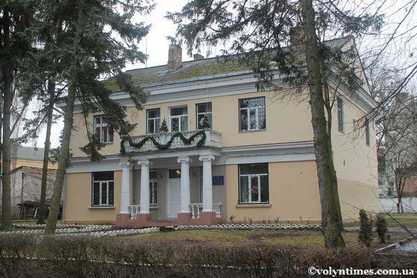 Будинок Управління освіти ЛМР на вулиці Шевченка, 1 Фото І.Шворака