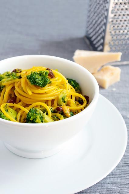 pasta zafferano broccoli uvetta pinoli