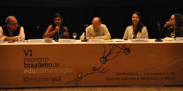 Direito à comunicação, espaço de exposição do negro na televisão e ausência indígena nos livros didáticos são assuntos discutidos na mesa redonda sobre diversidade e educomunicação | Foto: Luiz Altieri Soares