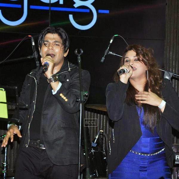 Singer Ankit Tiwari performs during Ankit Tiwari's live concert, held at Hard Rock Cafe, on July 11, 2014.(Pic: Viral Bhayani)