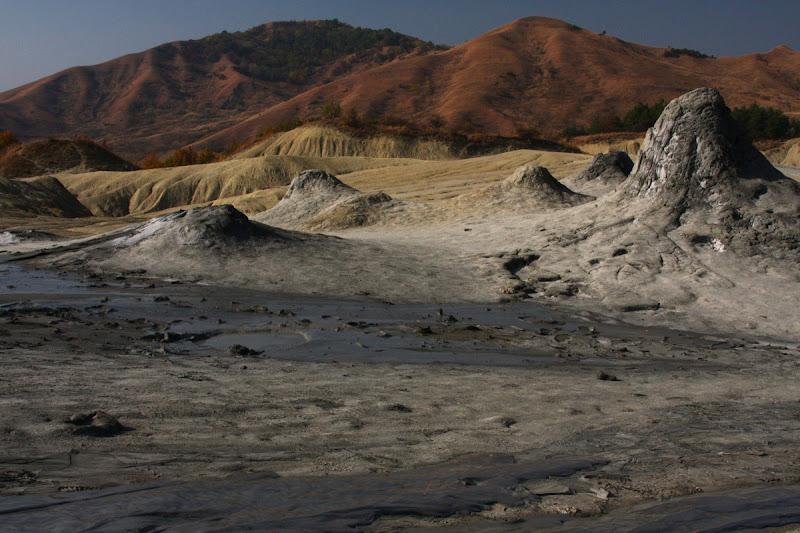 Vulcanii Noroiosi Buzau Berca natura fenomene geologice Romania