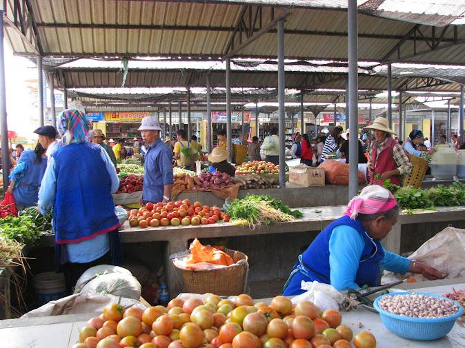 A busy market in Dali, Yunnan