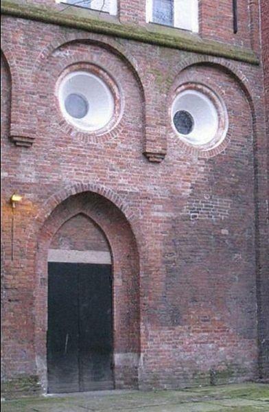 rostros en edificios