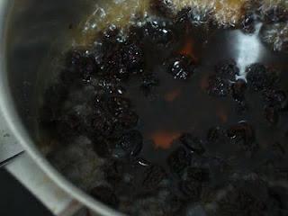 Como fazer calda de passas ao cognac (ou passas ao rum)