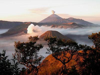 Gunung Bromo & Semeru meletus