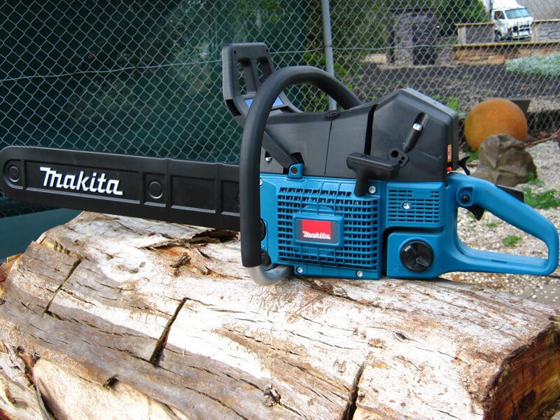 Giới thiệu về máy cưa xích Makita EA3201S40B