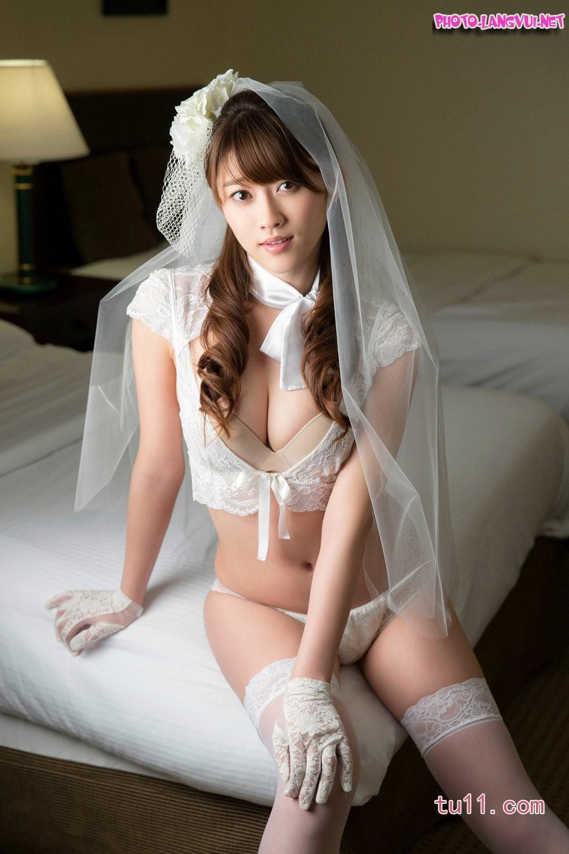 Mikie Hara Cô dâu diện nội y sexy