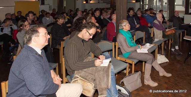 Publikum und Referenten im Scheunensaal der Hammermühle am 17.11.2012