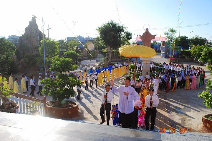 Thánh Lễ ban Bí tích Thêm sức tại giáo xứ Tân Hội