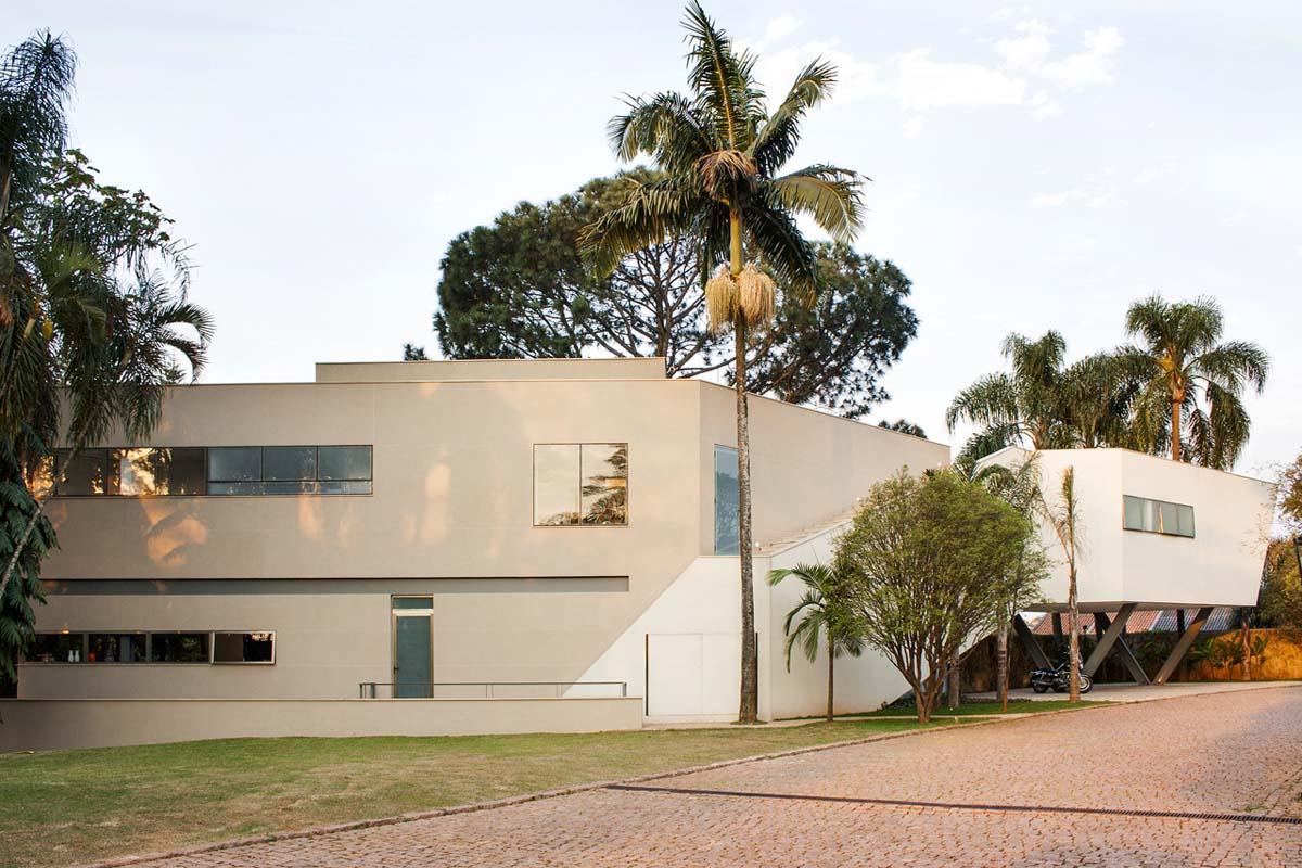 Offset House design by Shieh Arquitetos Associados