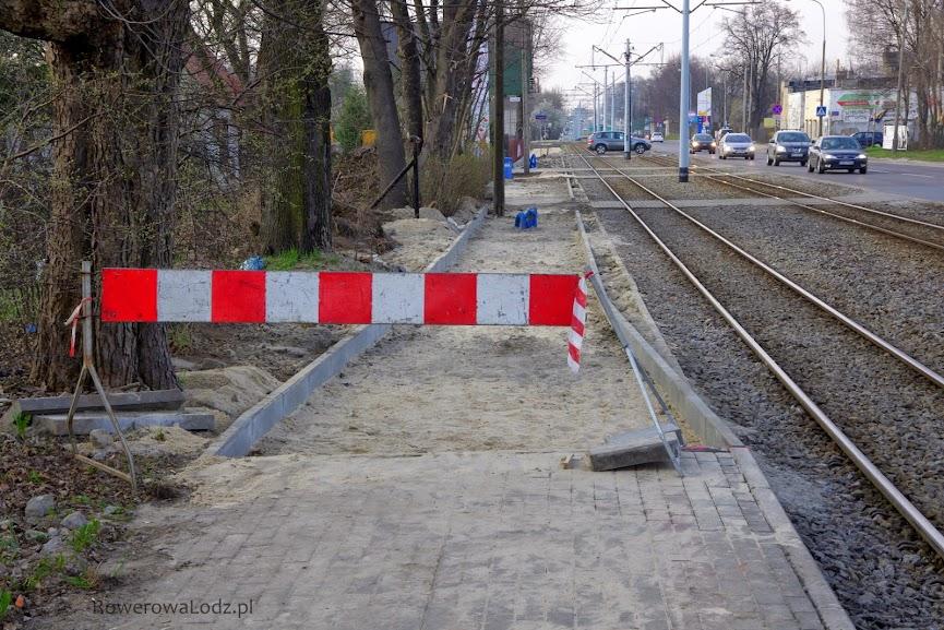 Trzymamy kciuki za wylanie tego fragmentu asfaltem a nie płytami chodnikowymi!