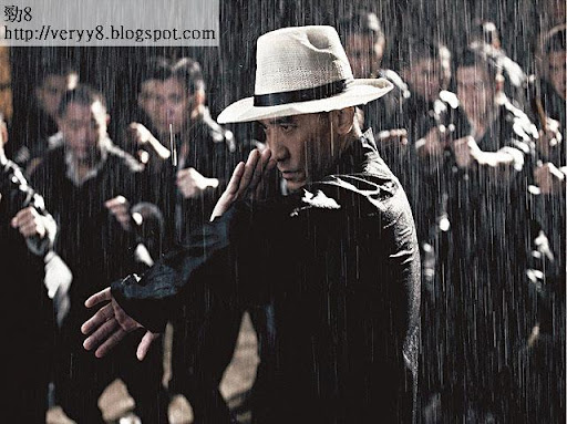 落雨打架 <br><br>偉仔以一敵十,將苦練多時嘅詠春,發揮得淋漓盡致。記住,呢場打戲喺電影頭場,千祈咪遲到。