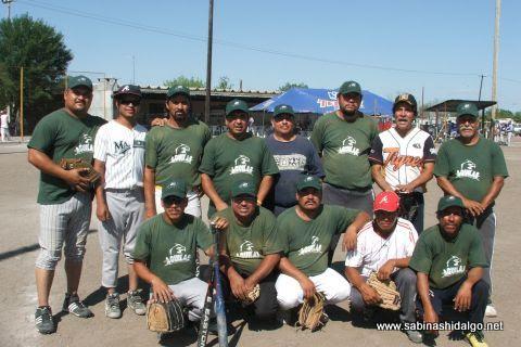 Equipo Águilas en el torneo de softbol del Club Sertoma
