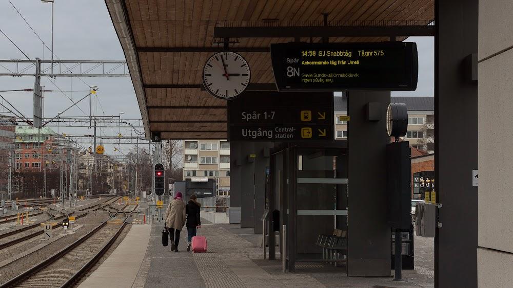 Här skall tåg 575 komma in på spår 8