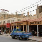 ペトラ遺跡周辺の町並み。レストラン、土産物屋が並ぶ。