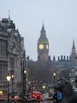Londres: Big Ben vue depuis Trafalgar Square