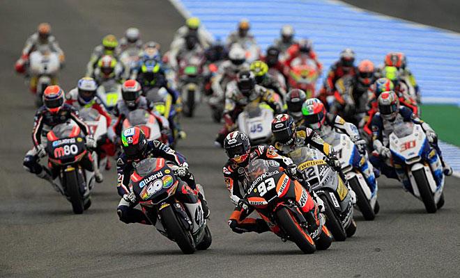 Llegada a la primera curva en Jerez. Moto2
