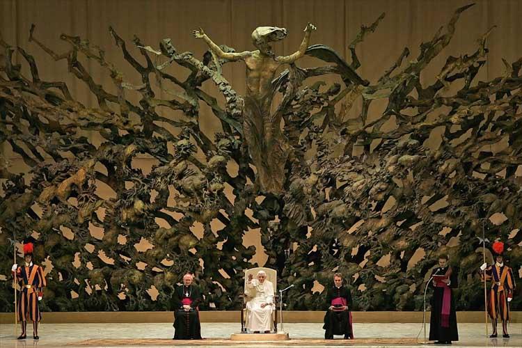 vaticano - La Ciudad Satánica del Vaticano PapalThrone