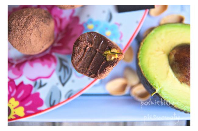 Trufle z awokado i pistacjami
