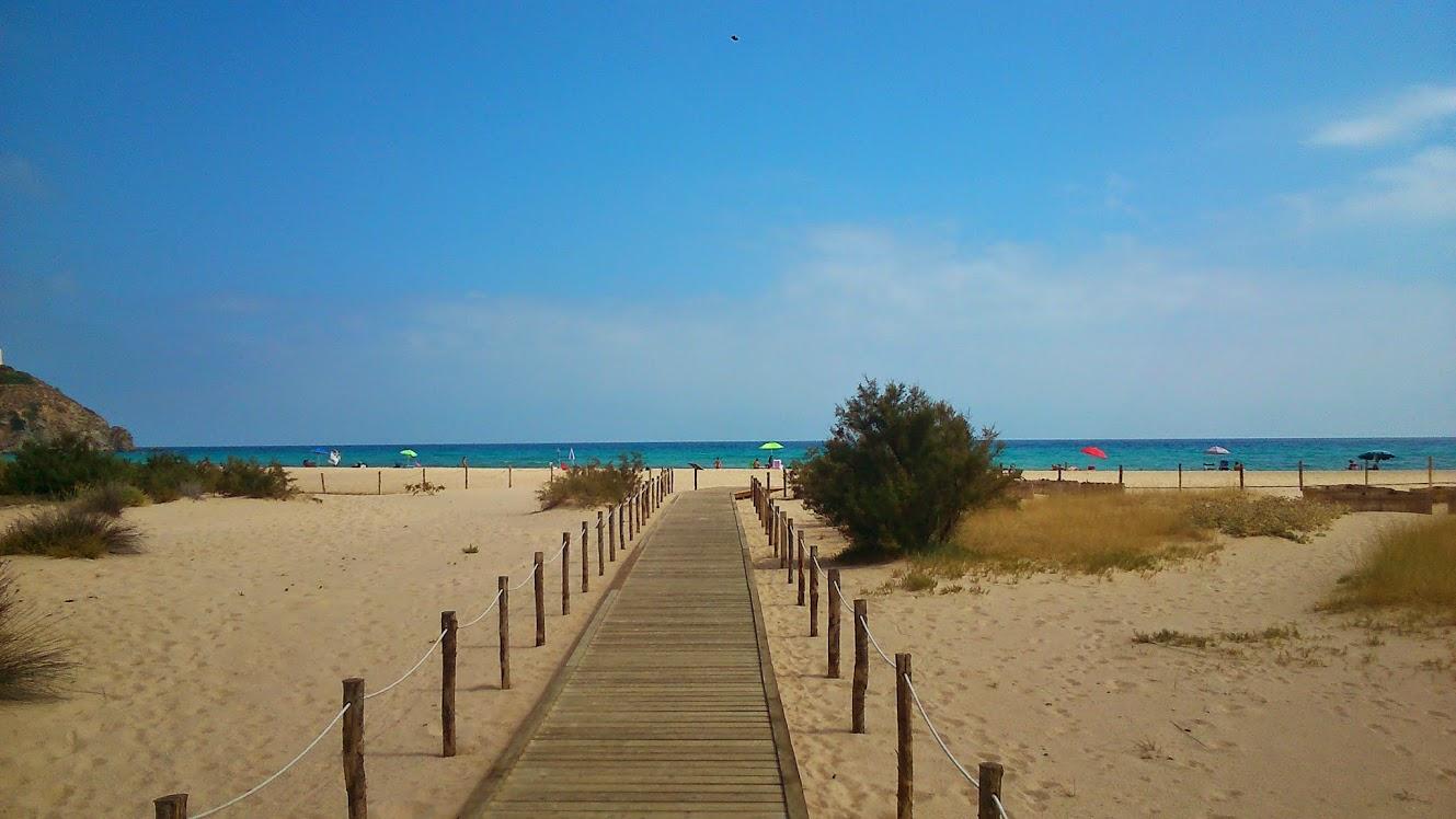 Пляжная дорожка от горячего песка
